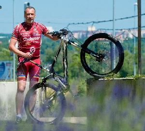 Jako Shakespeare v Ordinaci, tak běhá a jezdí na kole David Suchařípa