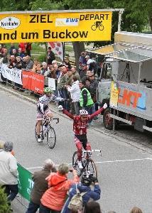 Martin Hunal zvítězil na Rund um Buckow u Berlína, Jiří Nesveda 5. místo