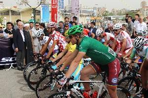 V 2.etapě Okolo Iránu na 188 km ze Sarein do Tabrizu startoval Jiří Nesveda v zeleném trikotu.