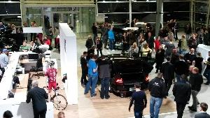 Uvítání pěkného nového VW Passatu nové generace v Porsche Plzeň