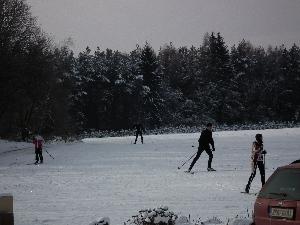 Ski areál Těškov měl o víkendu desítky lyžařů a již v tomto týdnu startuje středeční seriál závodů